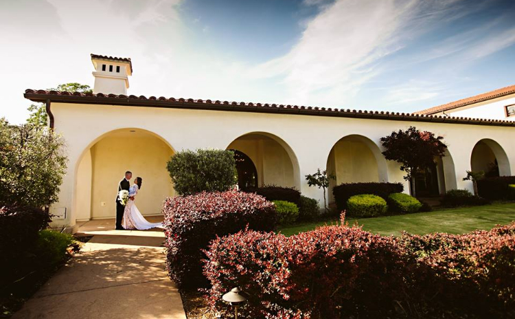 A bride and groom pose for a picture on their wedding day at Catta Verdera Country Club at Twelve Bridges